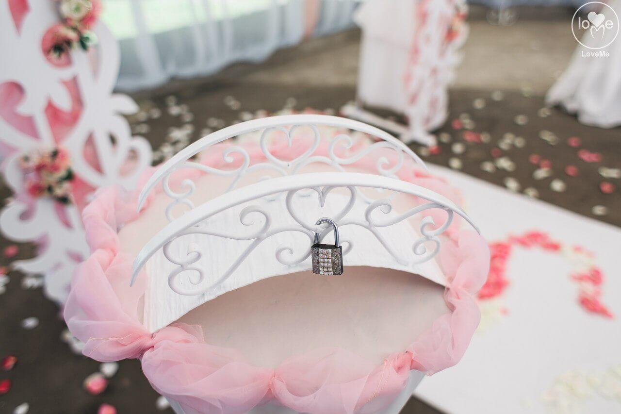 церемония мостик и замочек свадьба бело-розовая в стиле сваровски выездная регистрация декор банкета свадебное агентство ЛавМи Могилев печерское предместье