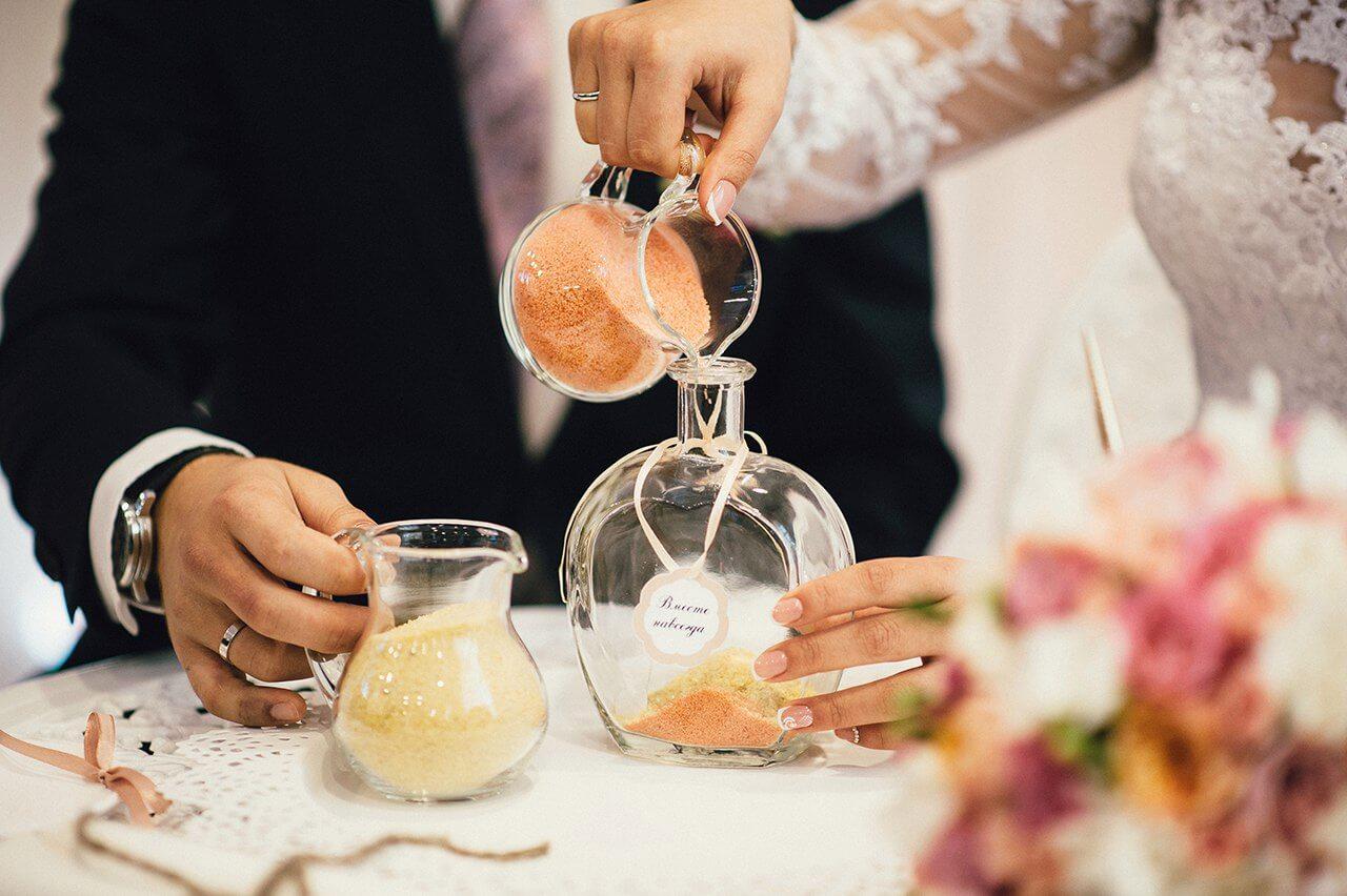 песочная церемония светлая бежевая свадьбы выездная регистрация роспись церемония могилев валебана свадебное агентство ЛавМи декор банкетного зала ресторана флористика